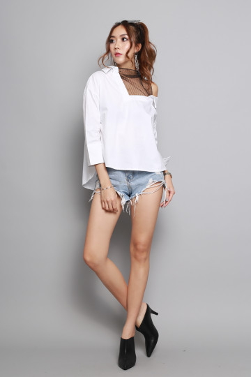 COLD SHOULDER SHIRT (WHITE) image