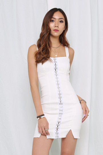 HOOK ME UP DRESS (WHITE)(PREMIUM) image