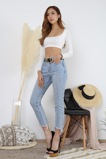 TAYLOR BOXY CROP TOP (WHITE)(BACKORDER) image