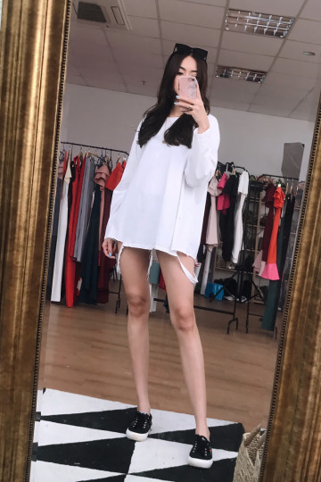 ALY RIPPED LONG SLEEVE TOP (WHITE)(BACKORDER) image