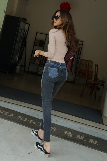 TWO-TONED PATCH JEANS (ASH BLACK PATCH) image