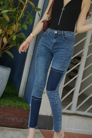TWO-TONED PATCH JEANS (DARK BLUE PATCH) image