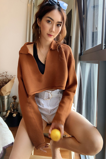 GIGI CROPPED SWEATER (CARAMEL) image