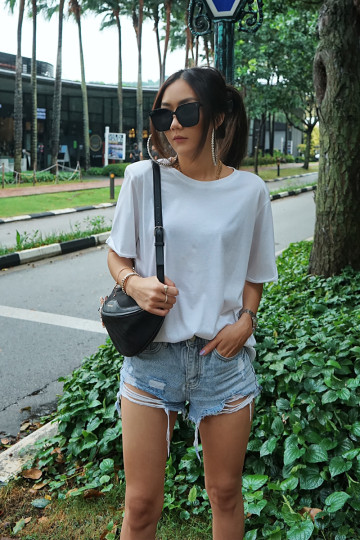 BASIC B SHOULDER PADDED T-SHIRT (WHITE) image